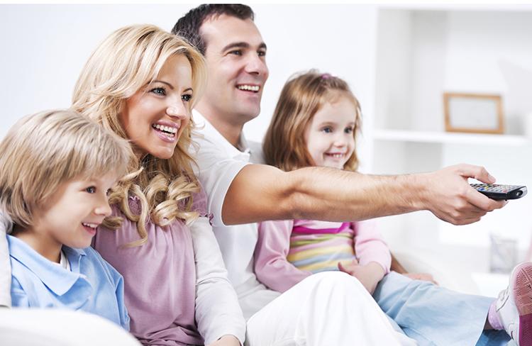 family-watching-tv2–750×488